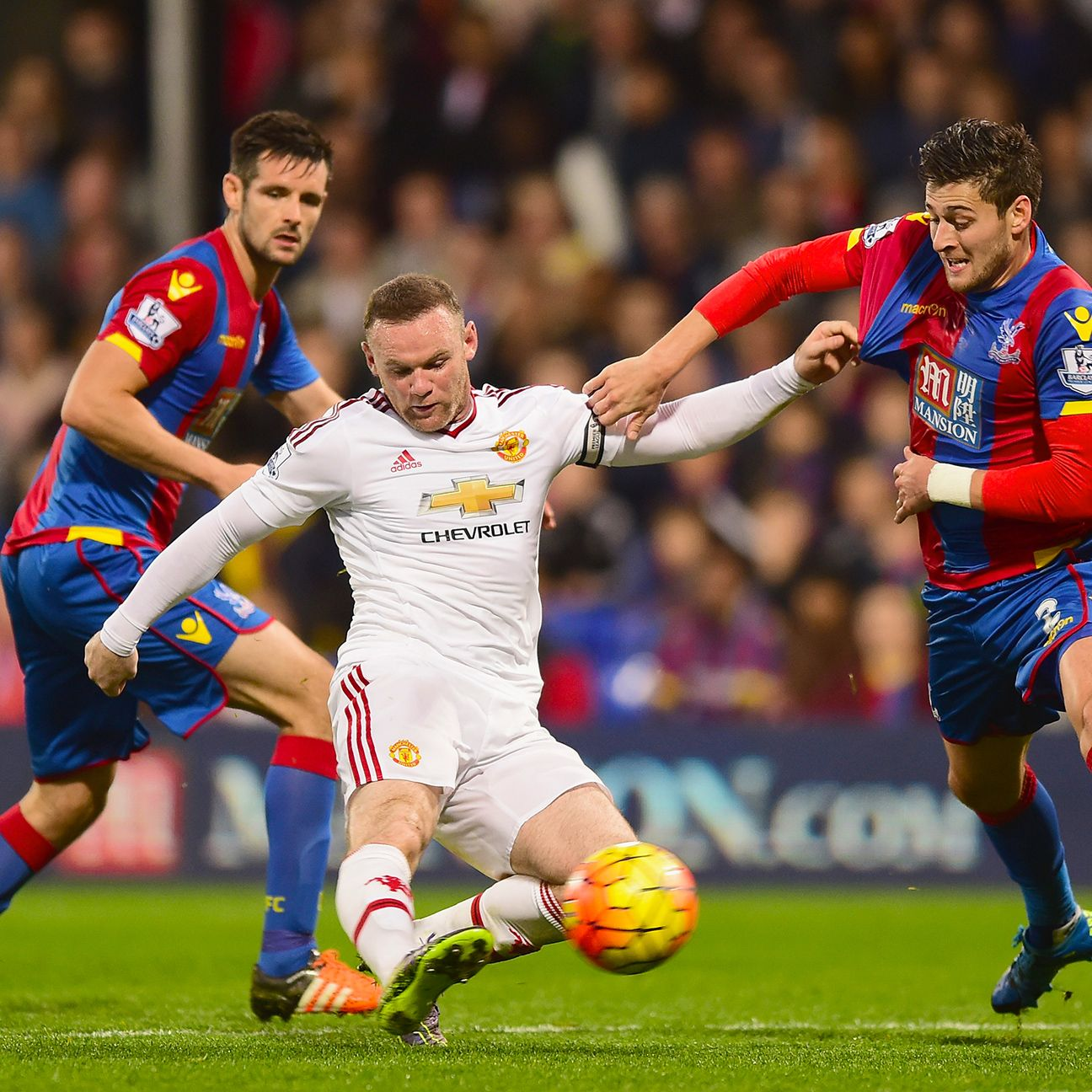 Wayne Rooney spurned several chances to snap Manchester United's goal drought.