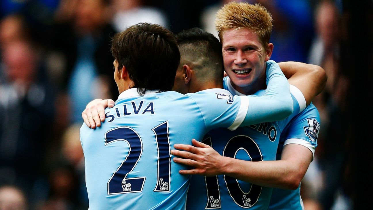 MANCHESTER, ENGLAND - OCTOBER 03:  Sergio Aguero (C) of Manchester City celebrates scoring his fourth and team's fifth goal with David Silva (L) and Kevin de Bruyne (R) during the Barclays Premier League match between Manchester City and Newcastle United