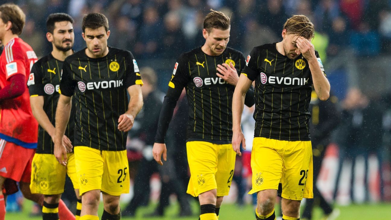 Borussia Dortmund's Bundesliga title hopes took a hit with a 3-1 defeat at Hamburg.