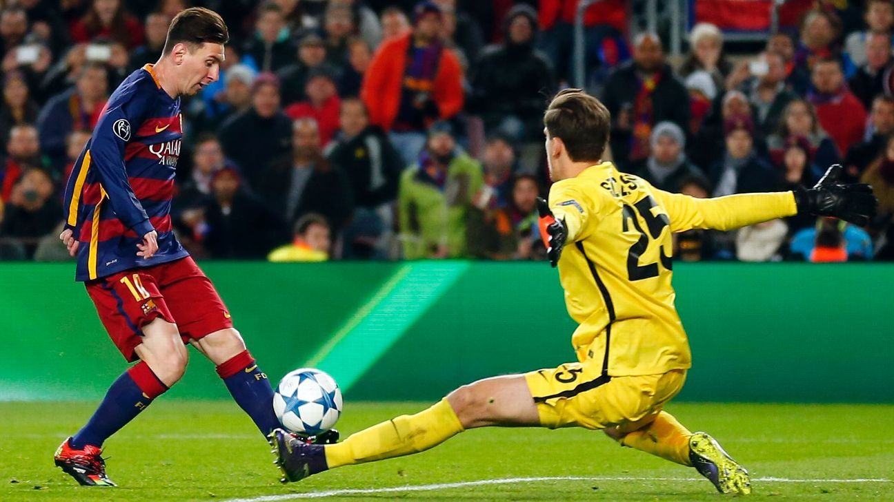 Lionel Messi slots home past Wojciech Szczesny in Barca's 6-1 win over Roma.