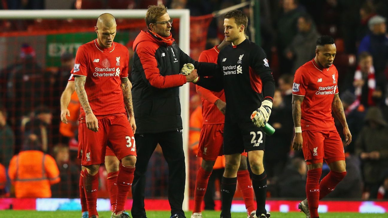 Jurgen Klopp, manager of Liverpool shakes hands with Simon Mignolet of Liverpool after the Barclays Premier League match between Liverpool and West Bromwich Albion at Anfield on December 13, 2015 in Liverpool, England. (Photo by Alex Livesey/Getty Images)