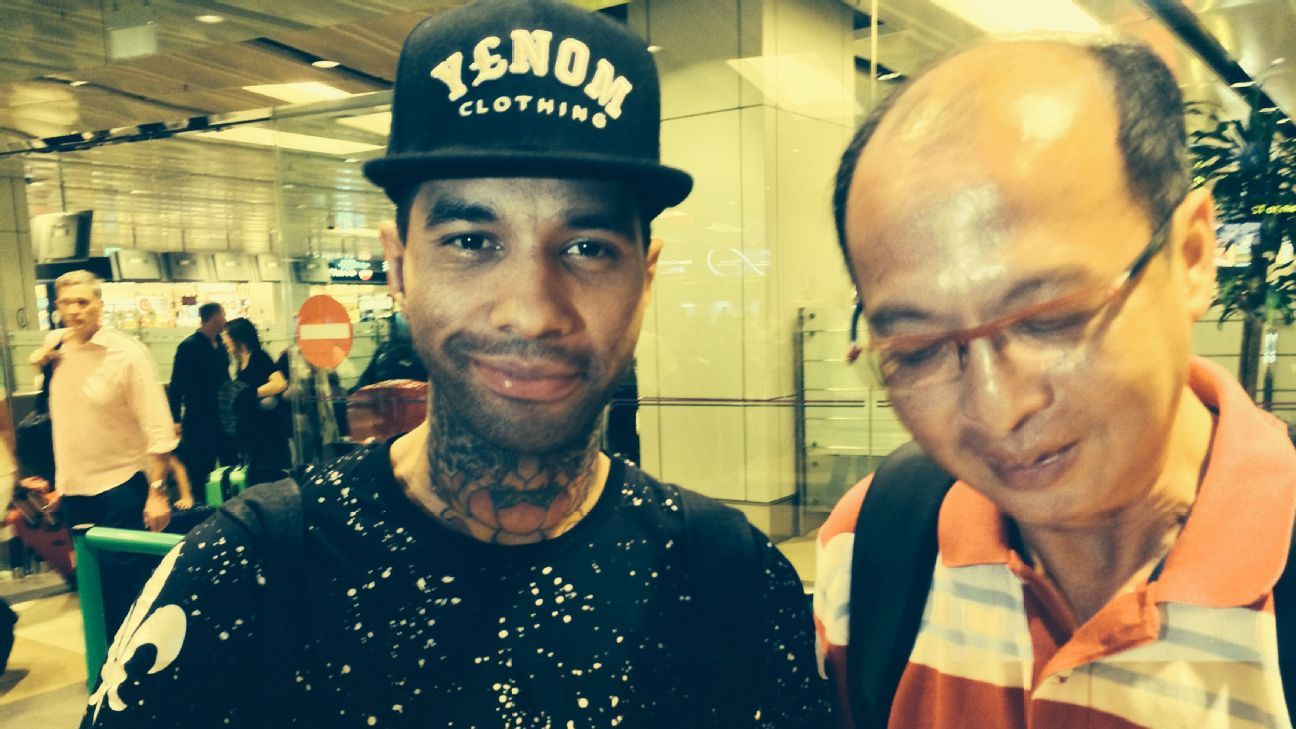 Jermaine Pennant with Singapore fan