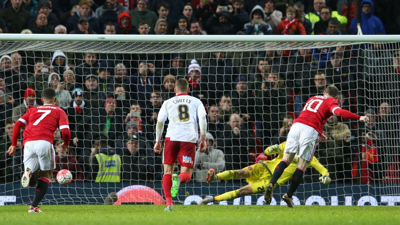 Wayne Rooney saved Manchester United's blushes with his late penalty conversion.