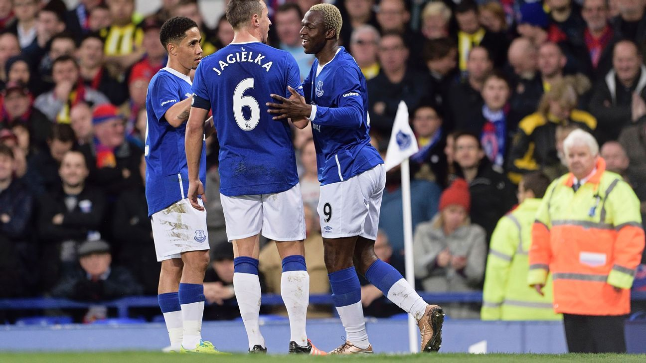 Arouna Kone, right, scored his sixth goal of the season to help Everton advance to the FA Cup fourth round.