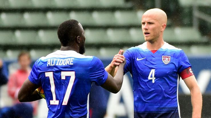 Bradley Altidore High Five vs Iceland