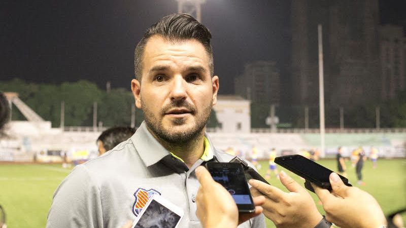 Meralco Sparks coach Simon McMenemy