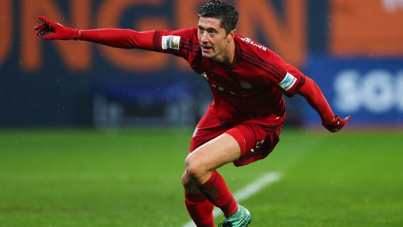 With Sunday's brace vs. Augsburg, Robert Lewandowski now has an astounding eight goals in his last five matches.