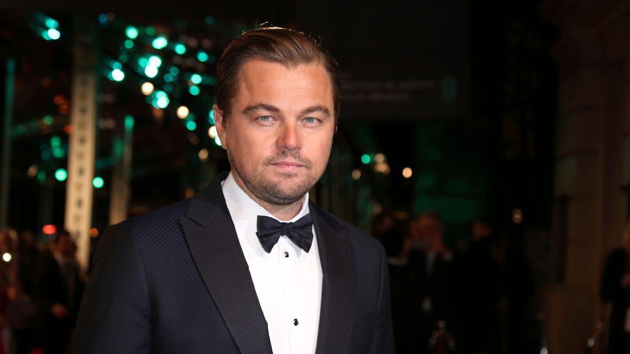 Di Caprio Oscars Toe Poke