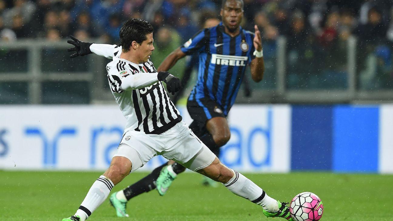Juventus midfielder Hernanes