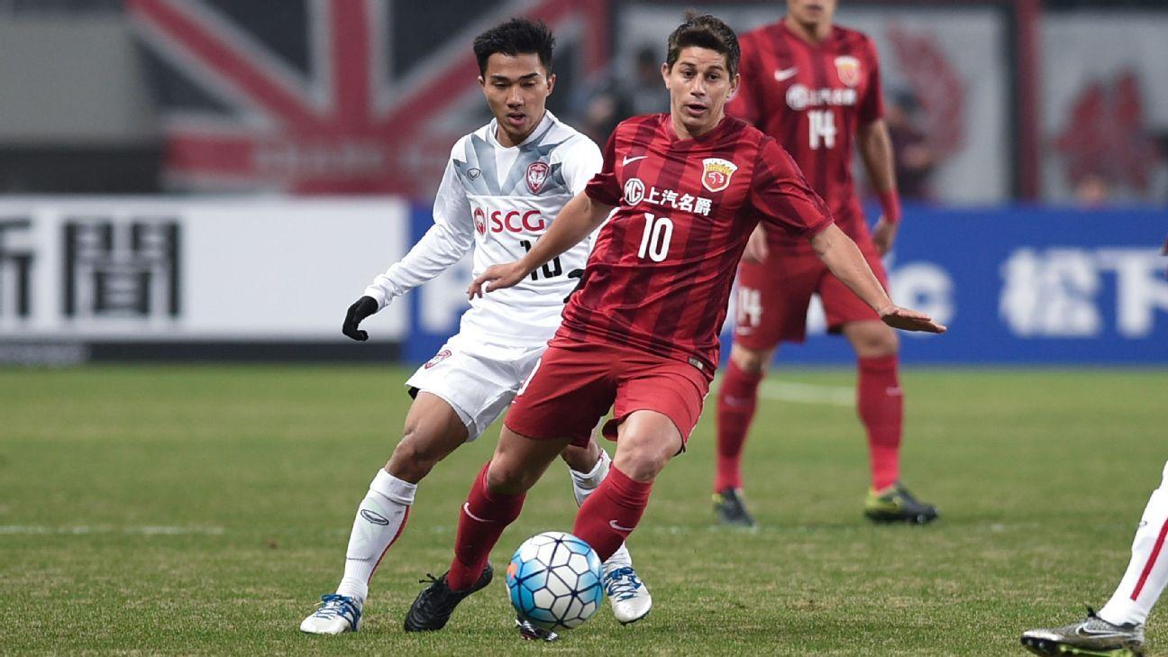 Muangthong midfielder Chanathip Songkrasin