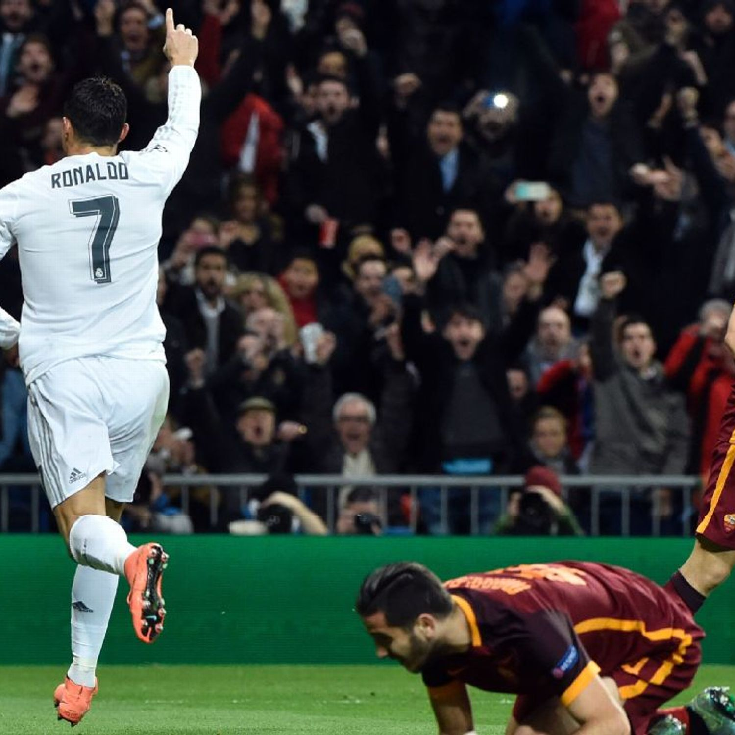Cristiano Ronaldo Helps Real Madrid See Off Roma