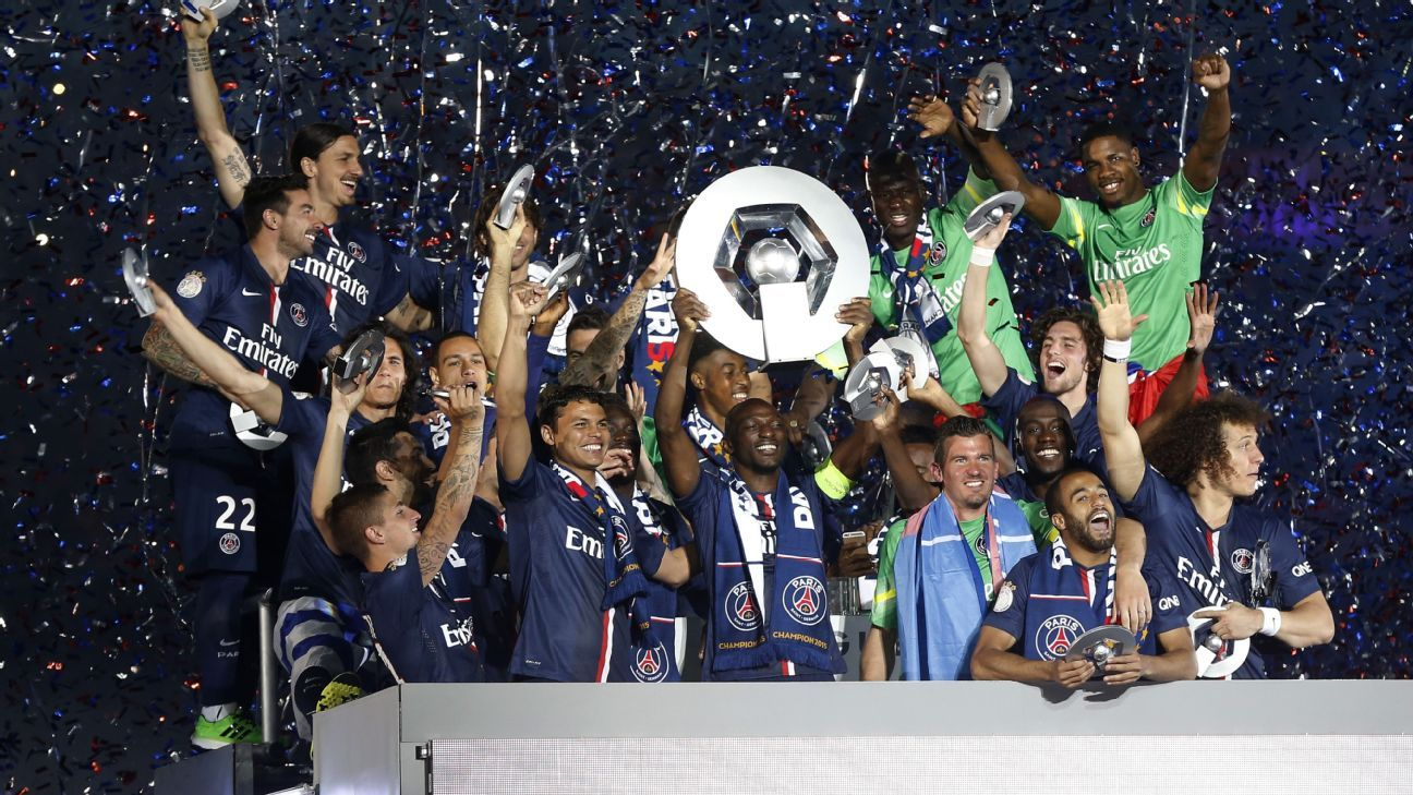 PSG celebrating 2015 Ligue 1