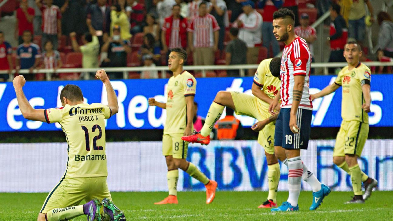 Club America celebrate v Chivas