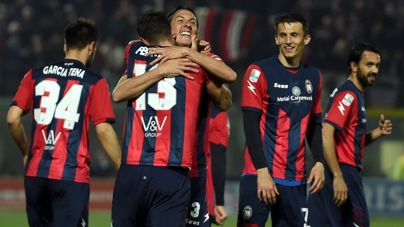 Crotone FC players celebrating