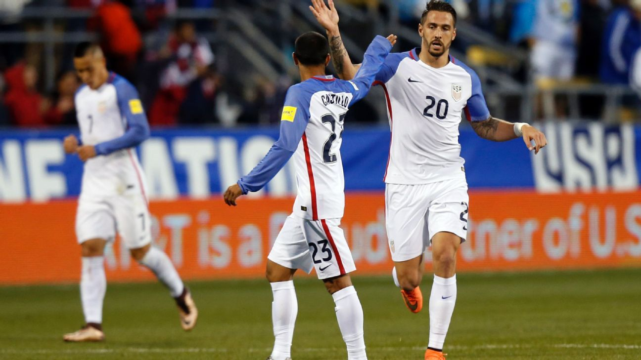 Geoff Cameron celebrating