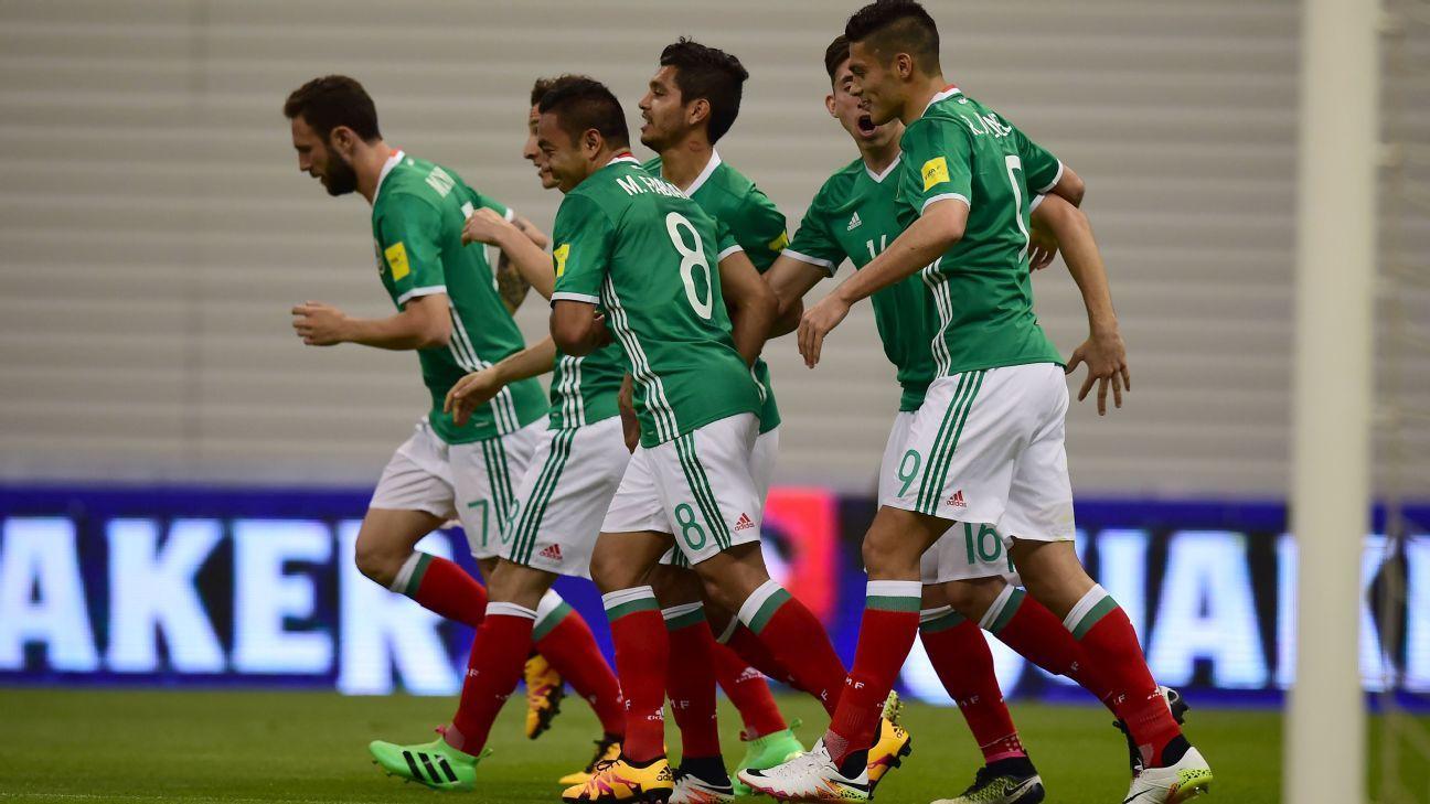 Mexico celebrate v Canada