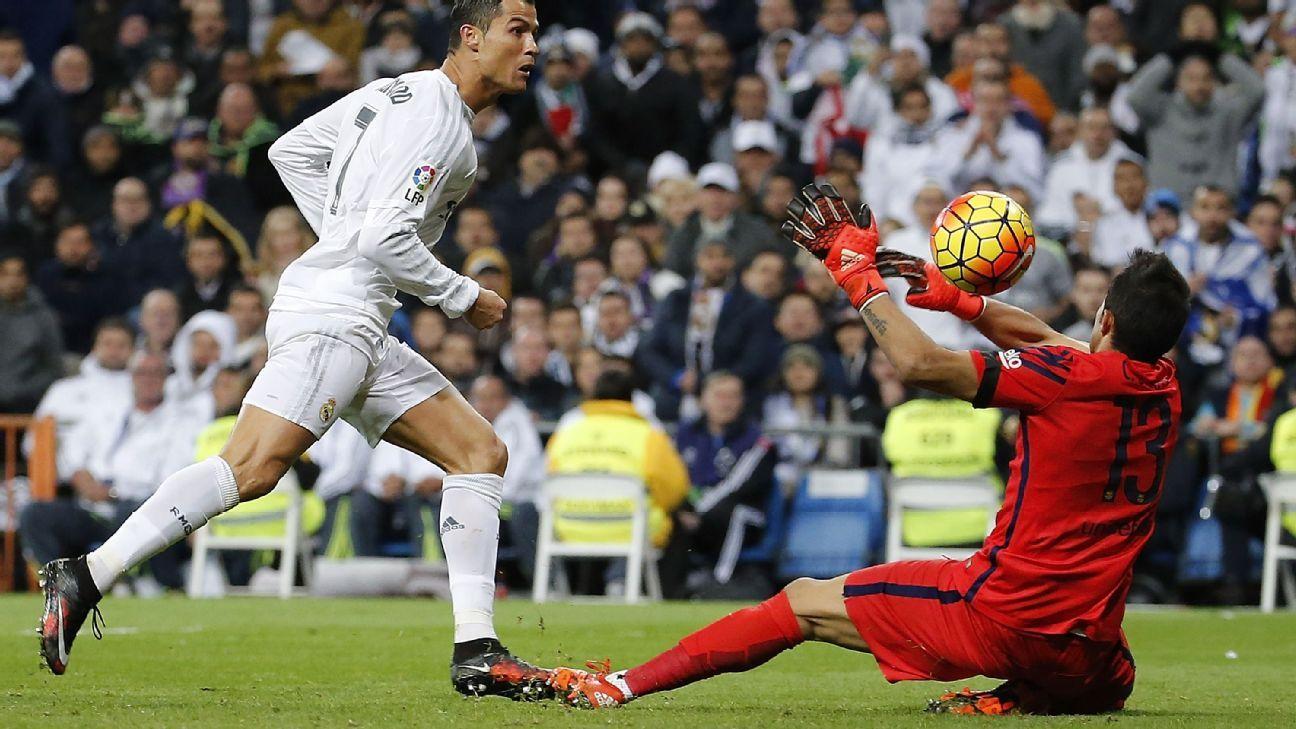 Claudio Bravo deny Ronaldo