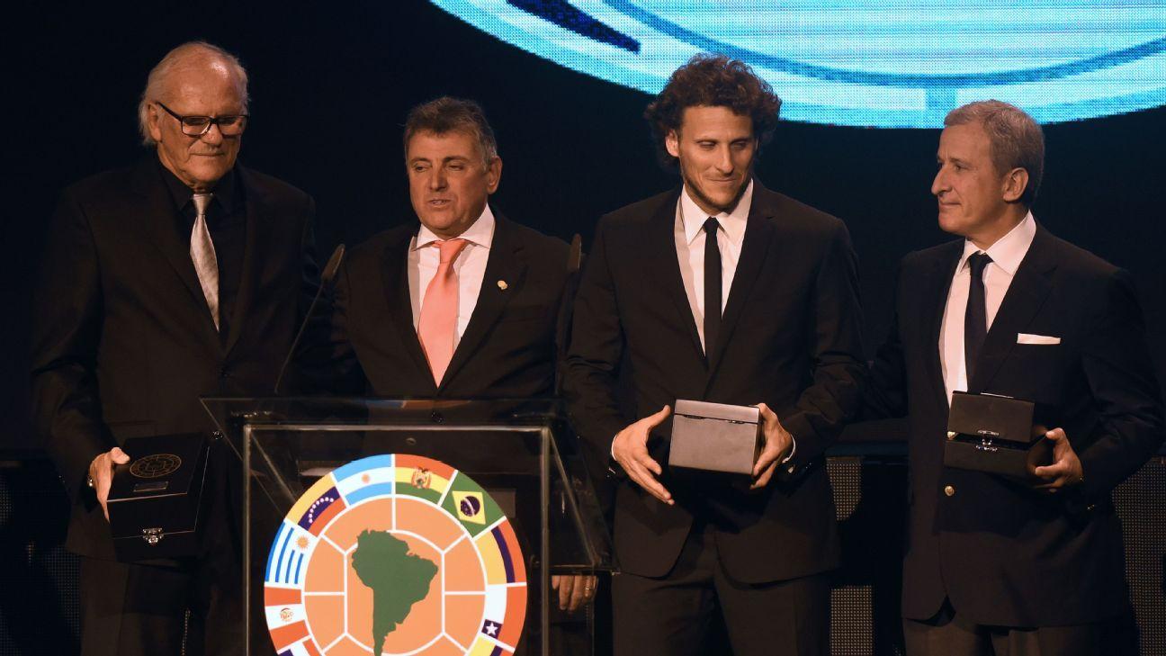 Juan Pedro Damiani, far right