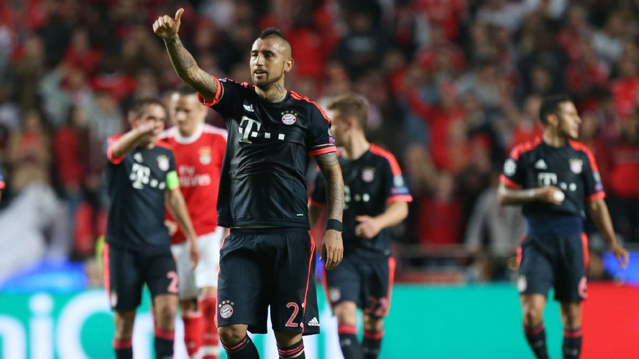 Vidal thumbs up vs Benfica 160413