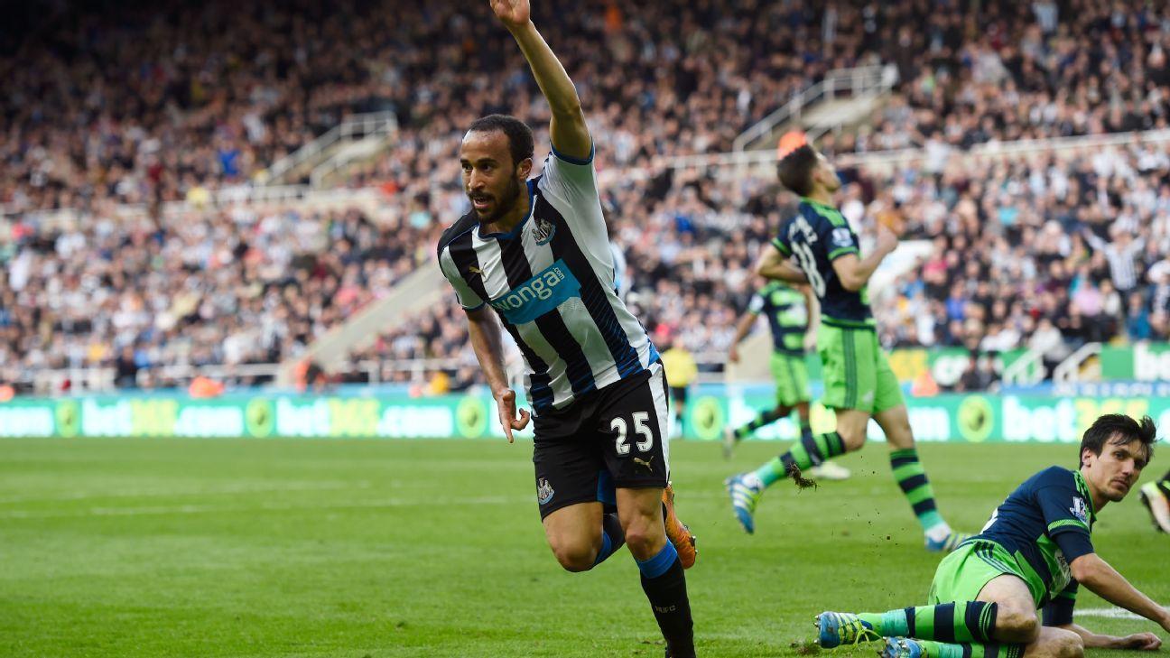 Andros Townsend celebrates v Swansea