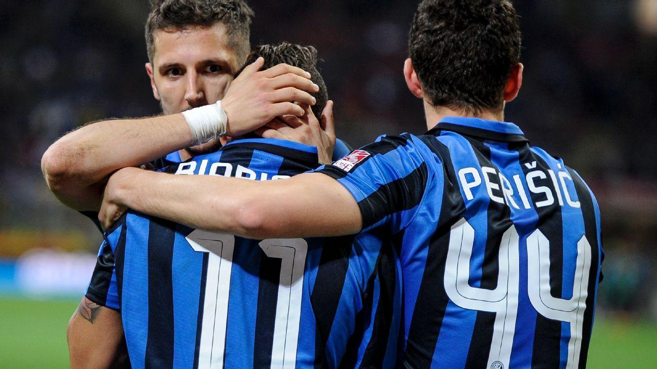 Inter celebrating