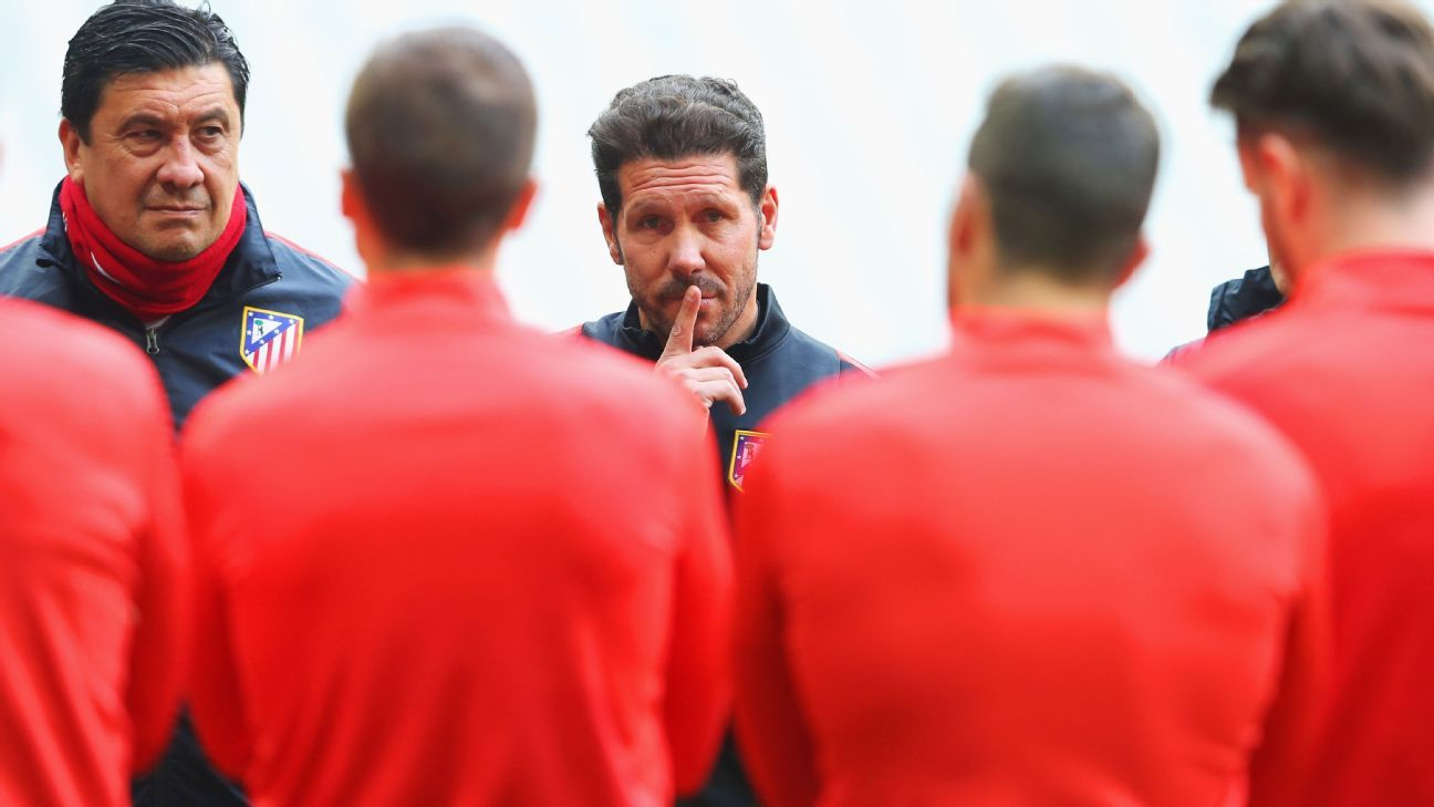 Diego Simeone in Atletico training