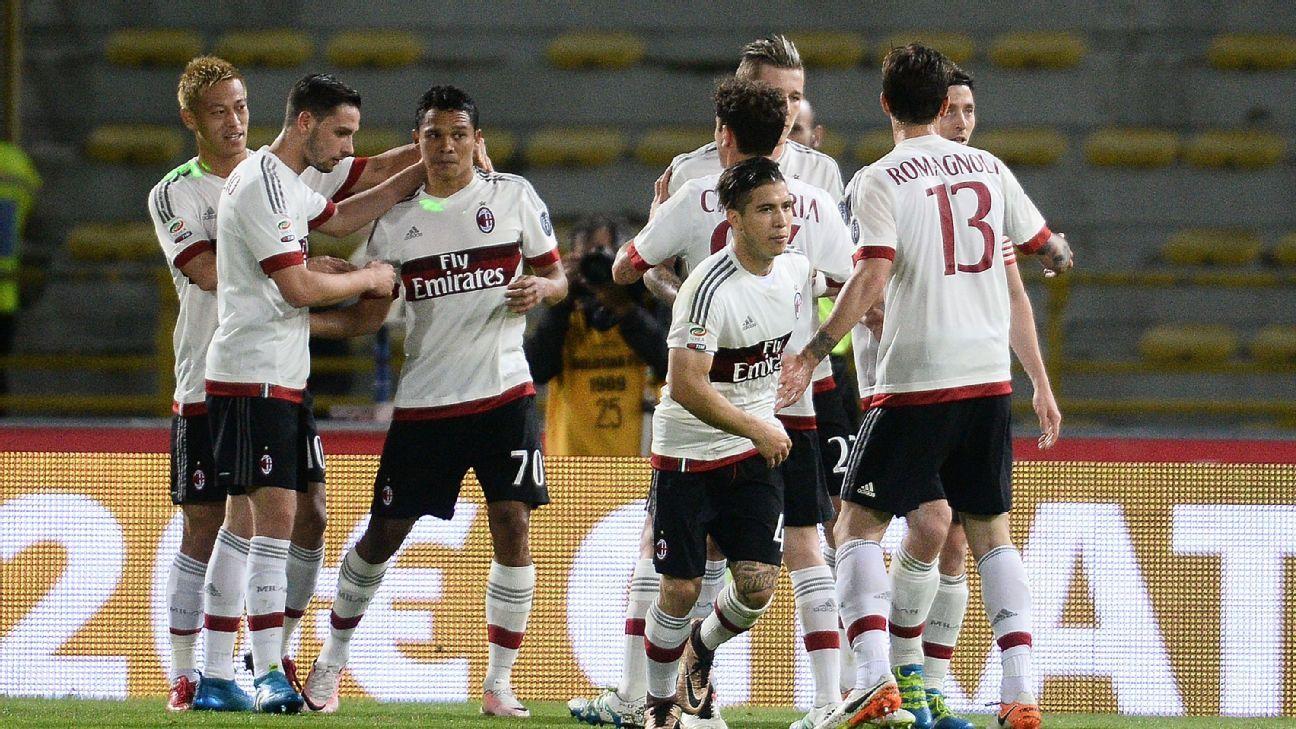 Milan celebrate v Bologna