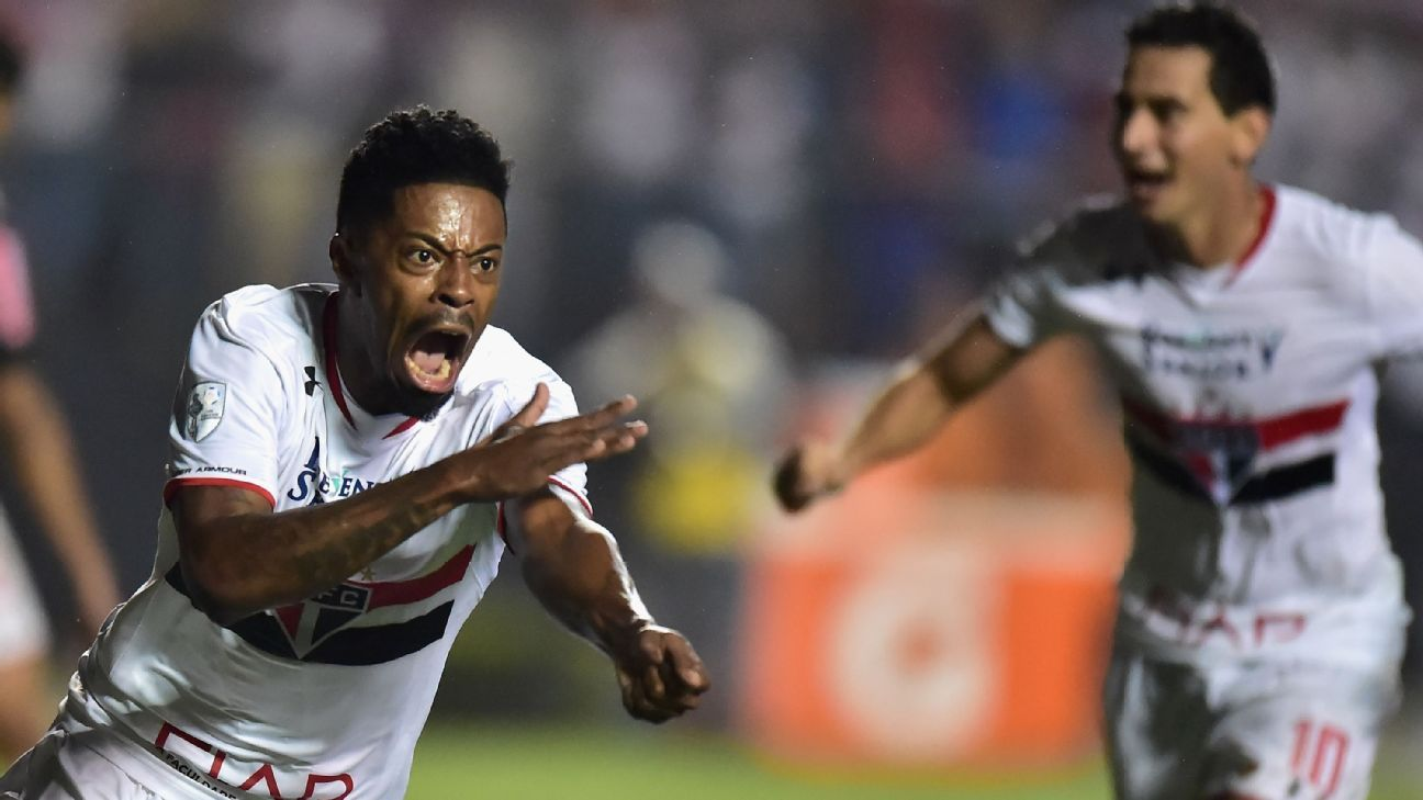 Sao Paulo forward Michel Bastos
