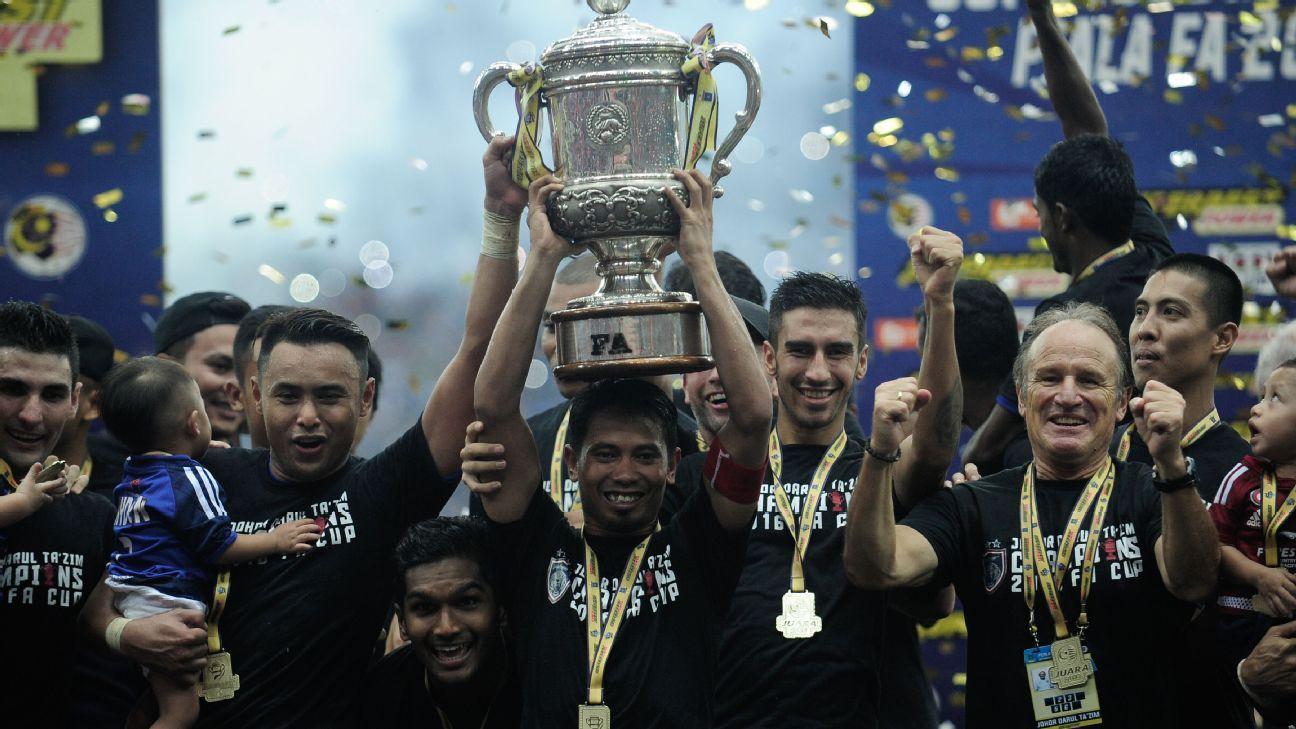 JDT captain Safiq Rahim lifts 2016 Malaysia FA Cup