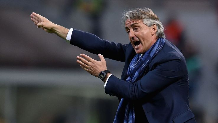 Roberto Mancini gesturing