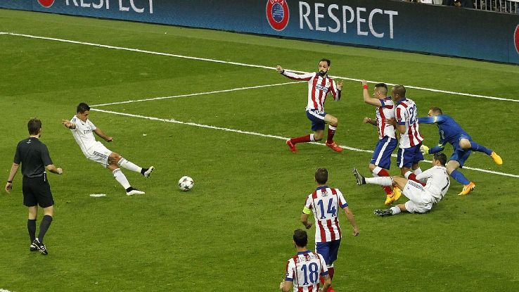 Chicharito scoring v Atletico