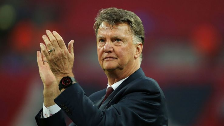 Man United handle Louis van Gaal situation badly, Barca's gritty cup win