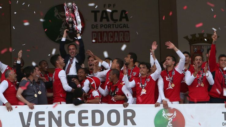 Braga players lifting the Portuguese Cup trophy