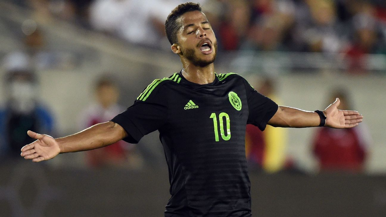 Gio dos Santos with Mexico