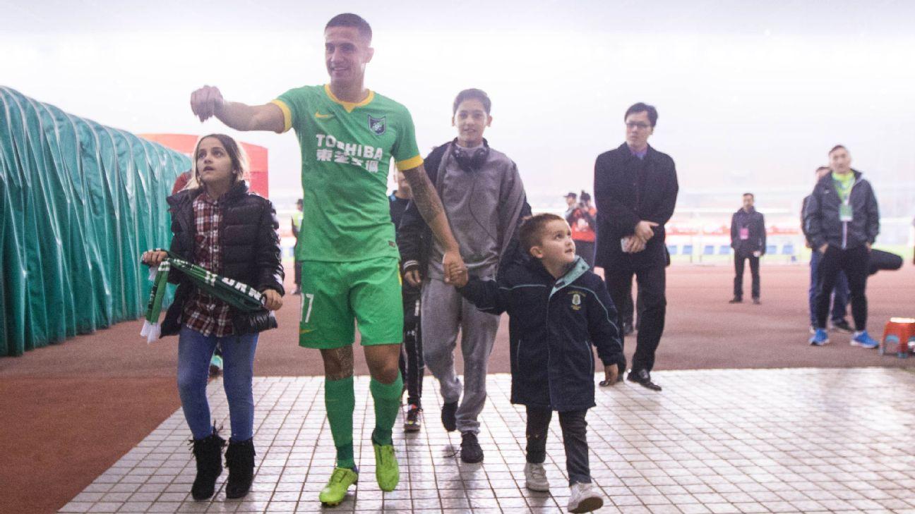 Hangzhou Greentown midfielder Tim Cahill
