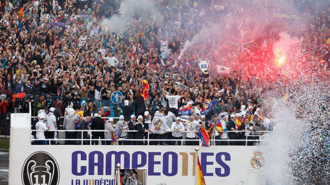 Real Madrid bus plaza celebration