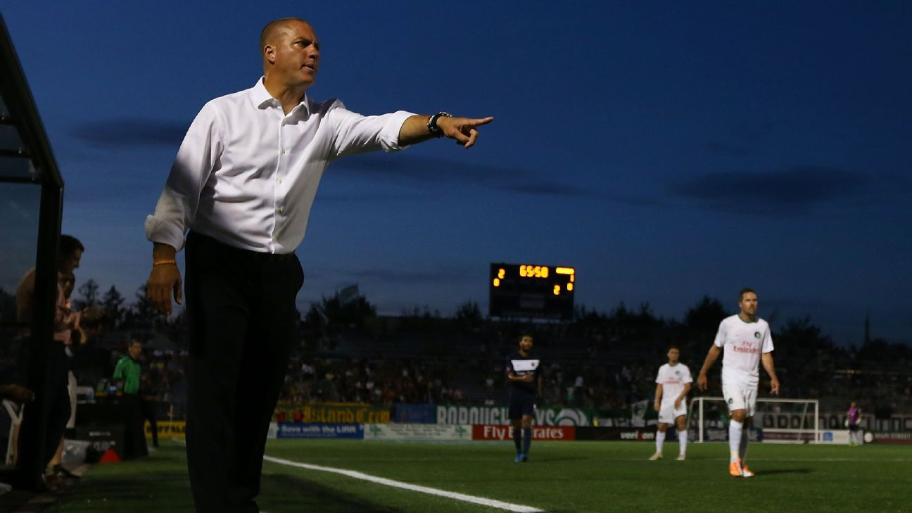 NY Cosmos boss Savarese to manage Portland Timbers - sources