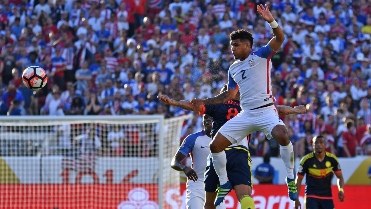 Yedlin handball vs Colombia 160603