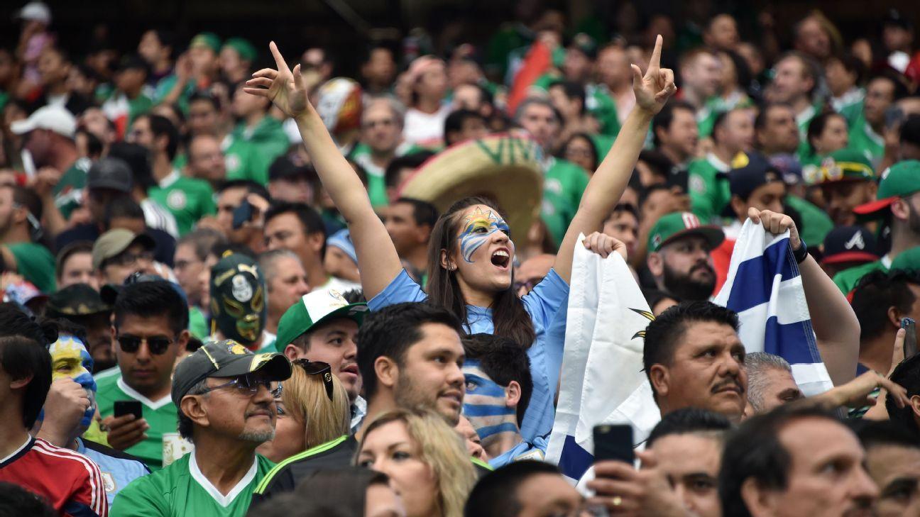 Uruguay fans