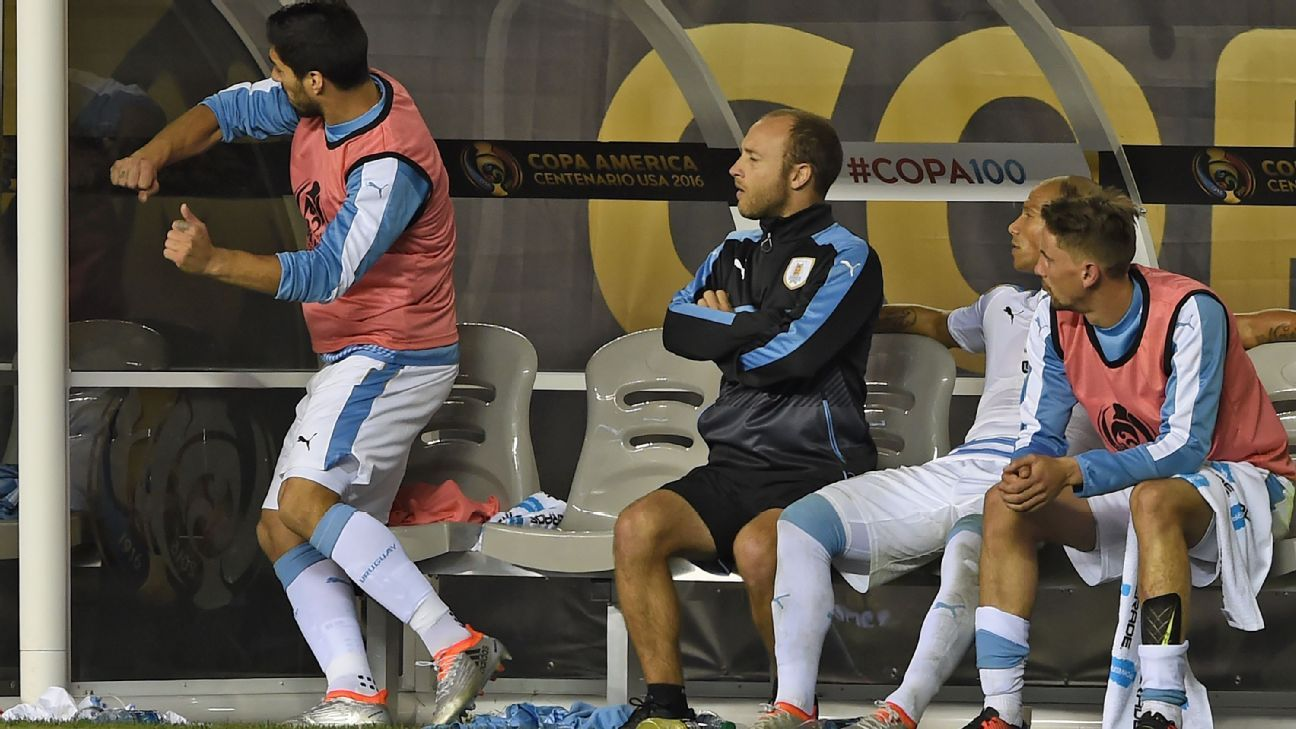 Suarez Anger Uruguay vs Venezuela