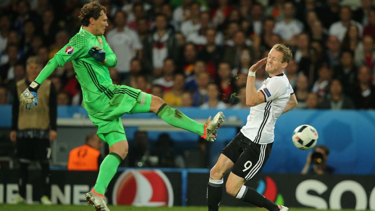 Ukraine goalkeeper Andriy Pyatov