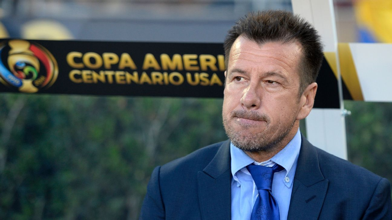 Dunga managing at Copa America