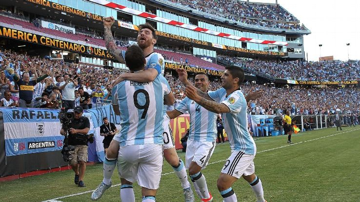 Argentina cruised past Venezuela to reach the Copa semifinals.