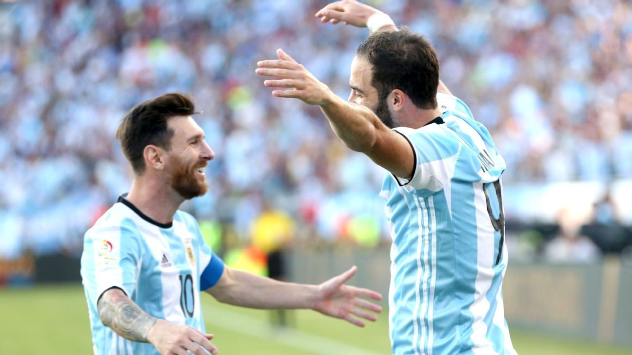 Gonzalo Higuain, right, has stepped up for Argentina at Copa America Centenario.