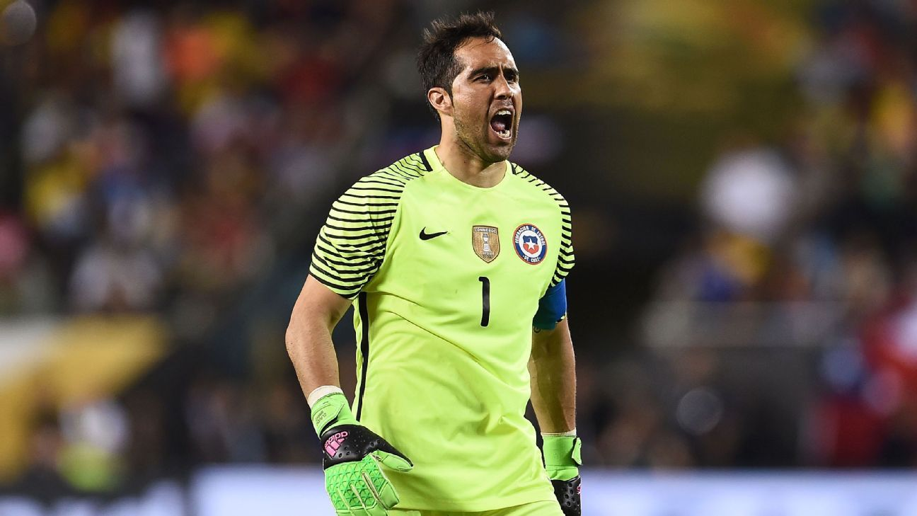 Claudio Bravo vs Colombia