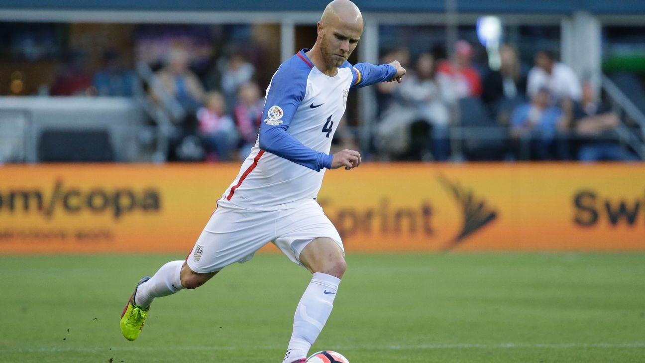 Michael Bradley Copa action