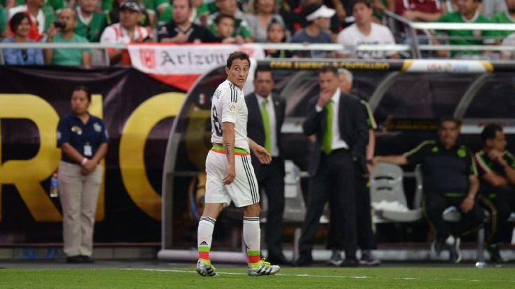 Andres Guardado red card v Uruguay