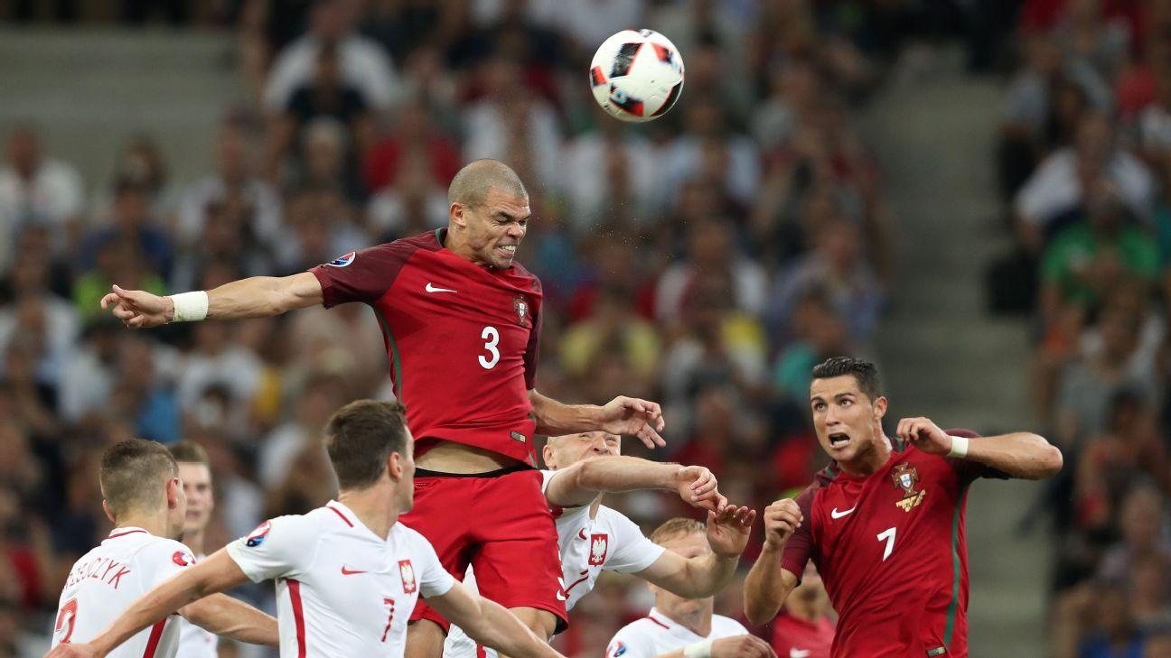 Pepe Portugal vs Poland 160630