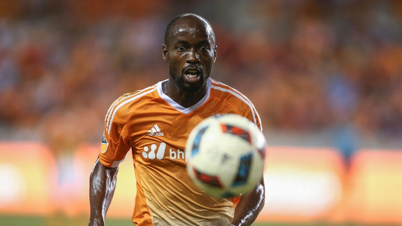 Houston Dynamo re-sign U.S. defender DaMarcus Beasley