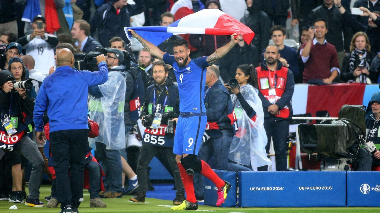 Giroud with flag post Iceland 160703